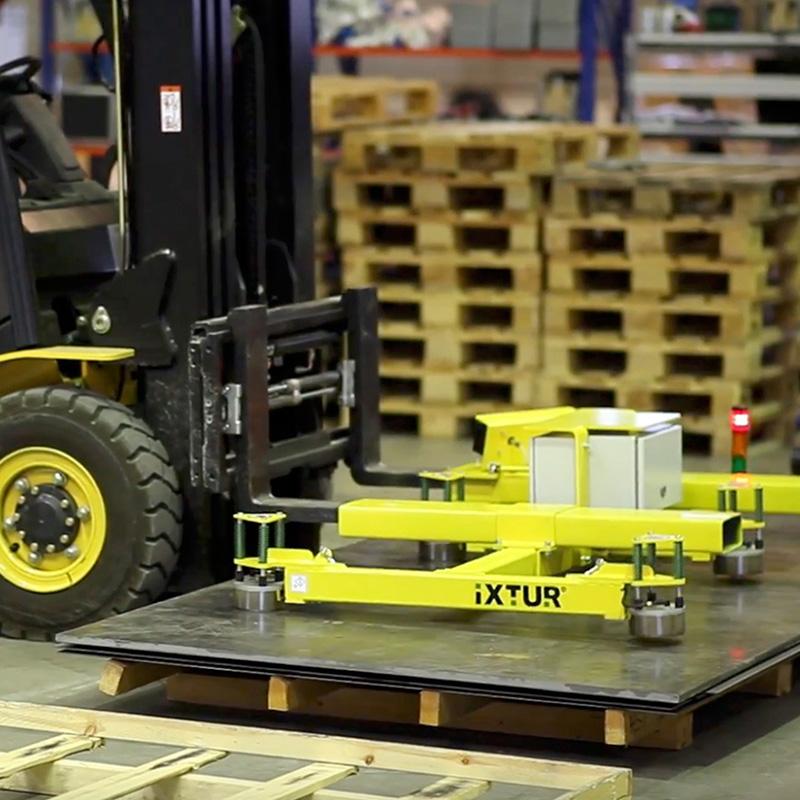 Fuldautomatisk pladeløfter der nemt monteres på kran eller gaffeltruck